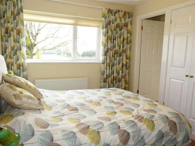 3 Bedrooms Detached Bungalow for sale in Munstone Road, Hereford, HR1