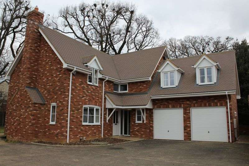 4 Bedrooms Detached House for sale in Oakwood Drive, Thurston
