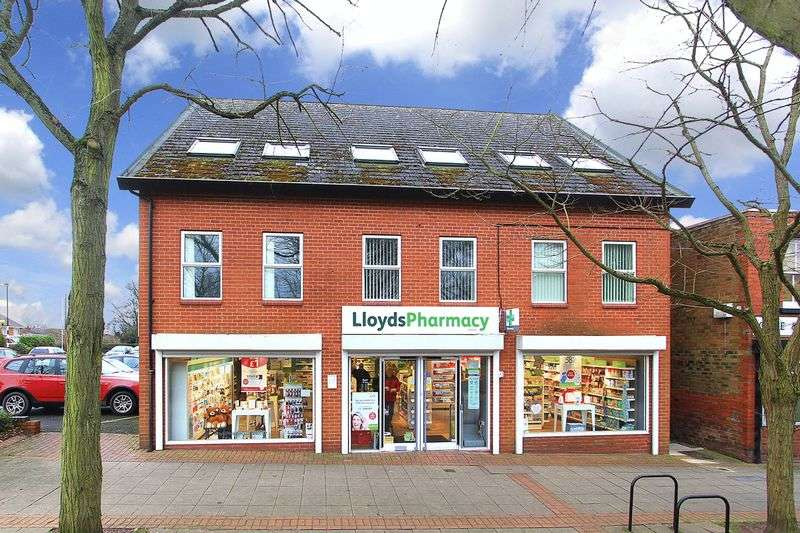 2 Bedrooms Flat for sale in CODSALL, Church Road