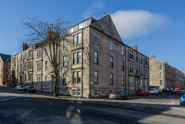 4 Bedrooms Flat for sale in Ardgowan Street, Greenock, PA16 8EG