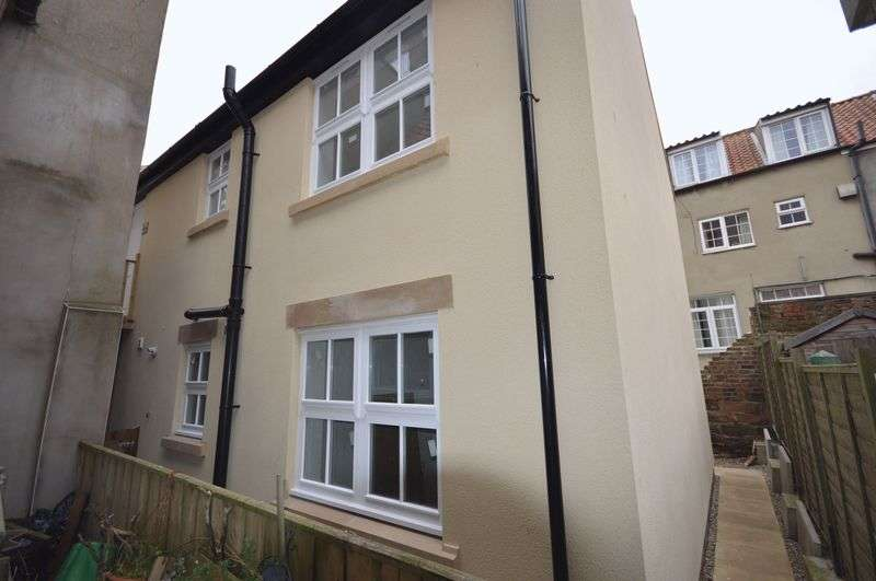 3 Bedrooms Semi Detached House for sale in Silver Street, Whitby