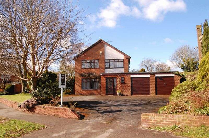 4 Bedrooms Detached House for sale in Clive Road, Pattingham, Wolverhampton