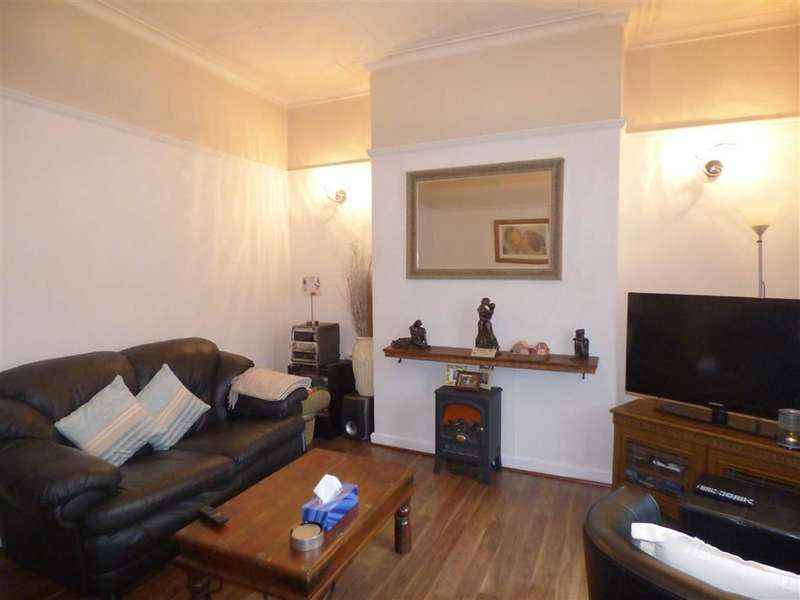 2 Bedrooms Property for sale in Garforth Street, Chadderton, OLDHAM, OL9