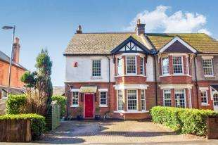 4 Bedrooms Semi Detached House for sale in London Road, Temple Ewell, Dover, Kent