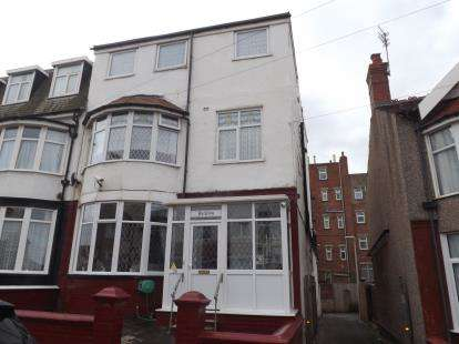 5 Bedrooms End Of Terrace House for sale in Gynn Avenue, Blackpool, Lancashire, FY1