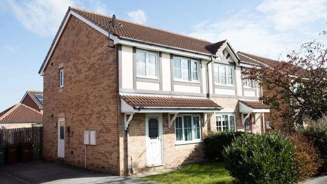 3 Bedrooms Semi Detached House for sale in Wood lane, Castleford, West Yorkshire, WF10