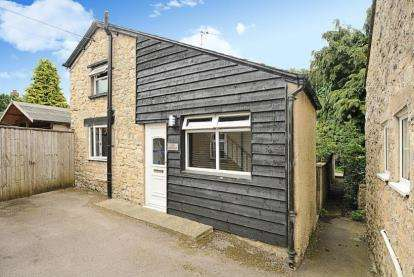 2 Bedrooms Detached House for sale in Farrer Close, Whitfield, Brackley, Northamptonshire