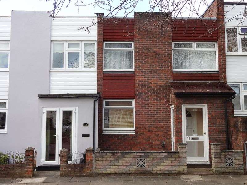 2 Bedrooms Terraced House for sale in Bramshill Close, Chigwell