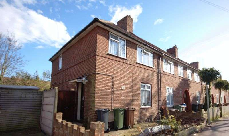 3 Bedrooms Semi Detached House for sale in Dagenham Avenue, Dagenham