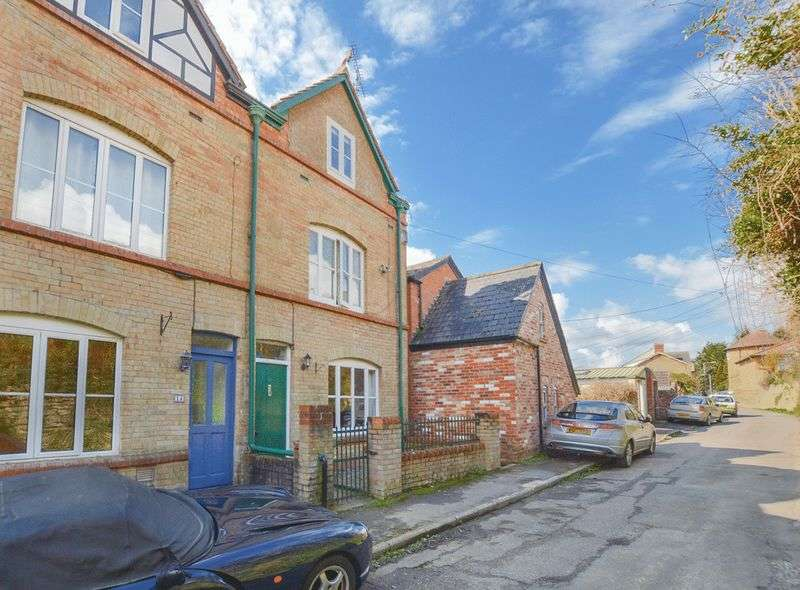 3 Bedrooms House for sale in Easthams Road, Crewkerne