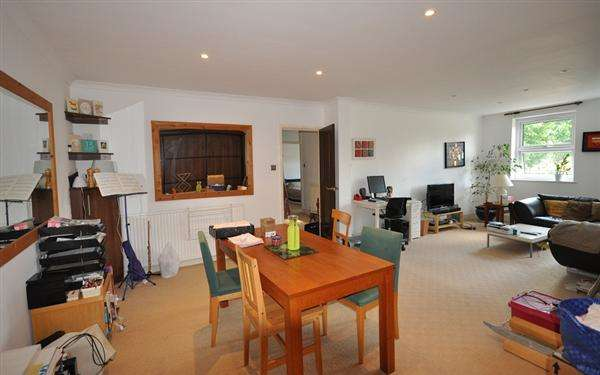 2 Bedrooms Flat for sale in Ross House, 18-20 Chiswick High Road, London