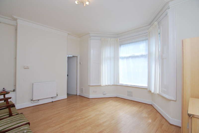 2 Bedrooms Ground Flat for sale in Turnpike Lane, Hornsey