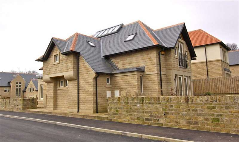 4 Bedrooms Property for sale in Delamere Gardens, Fixby, HUDDERSFIELD, West Yorkshire, HD2