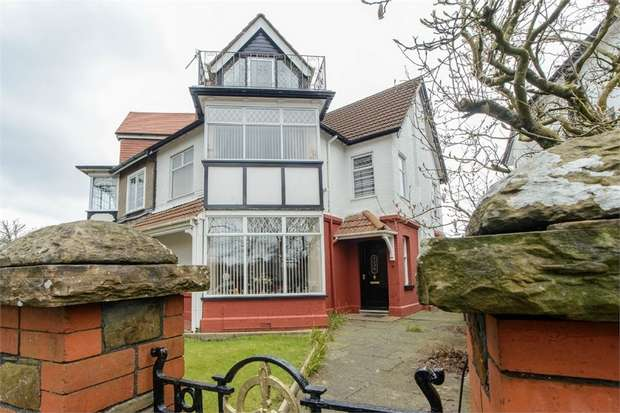4 Bedrooms Town House for sale in Parc Howard Avenue, Llanelli, Carmarthenshire