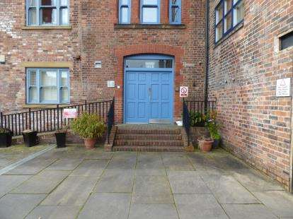 2 Bedrooms Flat for sale in Tuttle Street Brewery, Tuttle Street, Wrexham, Wrecsam, LL13
