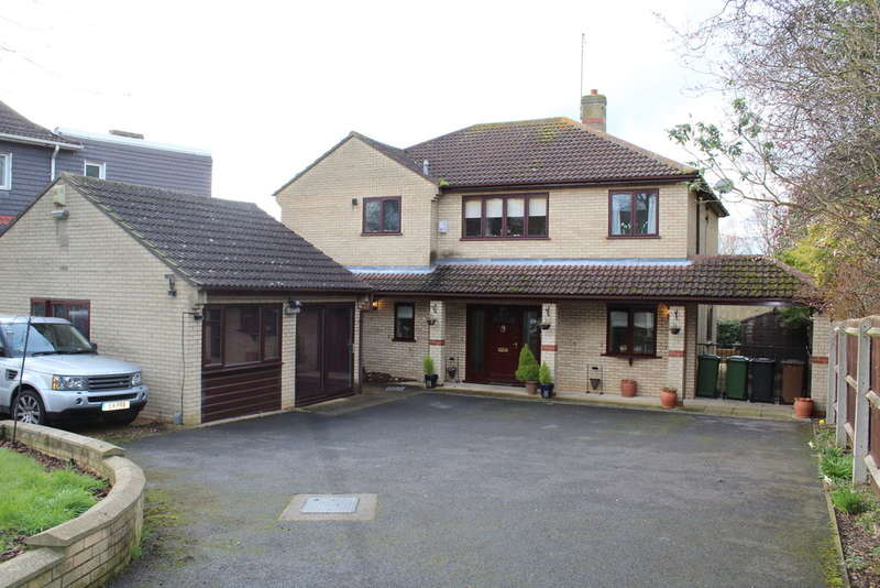 4 Bedrooms Detached House for sale in Oundle Road, Orton Longueville