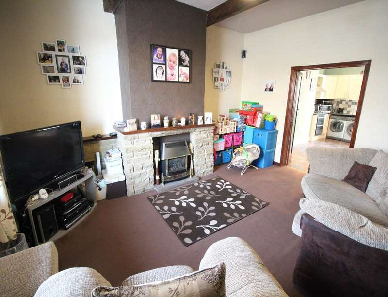 3 Bedrooms Property for sale in North John Street, Queensbury, BRADFORD, BD13