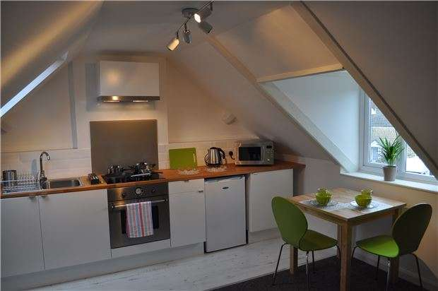 6 Bedrooms Semi Detached House for sale in Stratford Road, Stroud, Gloucestershire, GL5 4AN