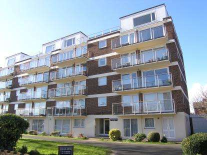 2 Bedrooms Flat for sale in 46 Craneswater Park, Southsea, Hampshire