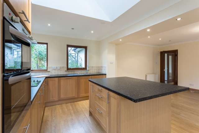 5 Bedrooms Detached House for sale in The Glebe, Dunning, Perthshire, PH2 0RF