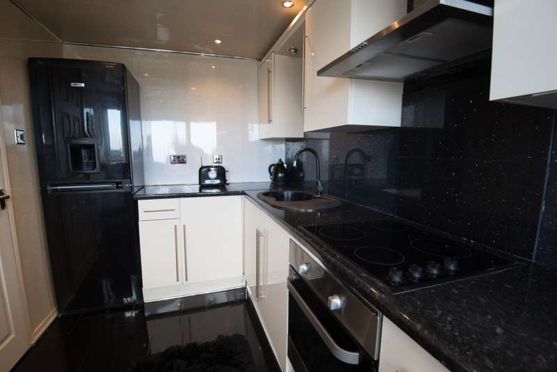 2 Bedrooms Flat for sale in FRASER RIVER TOWER, EASTKILBRIDE, South Lanarkshire, G75