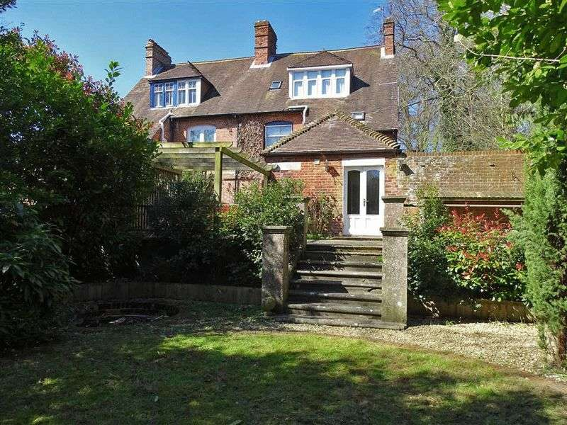 2 Bedrooms Flat for sale in London Road, Salisbury