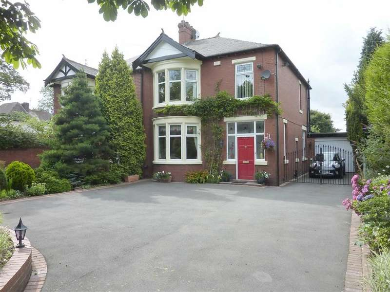3 Bedrooms Property for sale in Manchester Road, Hopwood, HEYWOOD, Lancashire, OL10