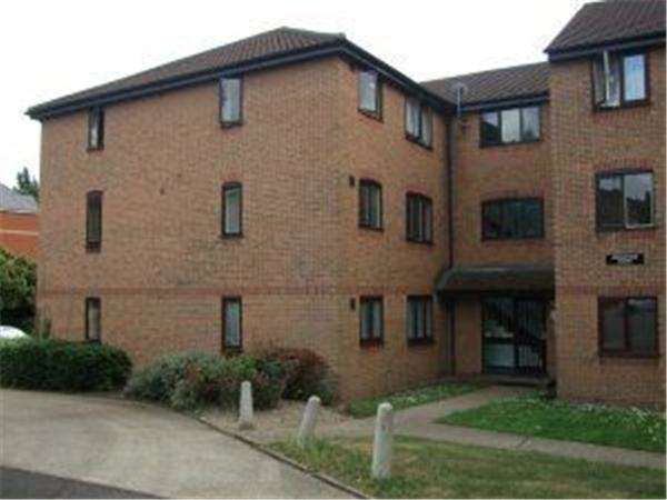 1 Bedroom Flat for sale in Ground Floor Studio Flat in Branstone Court, Purfleet, Essex