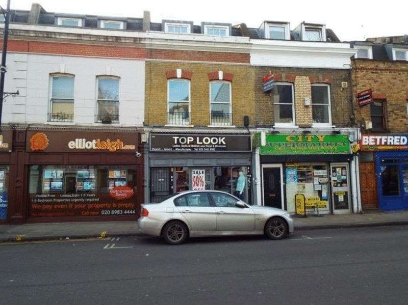 3 Bedrooms Flat for sale in Roman Road, London