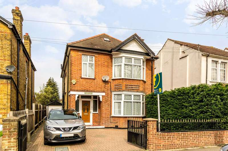 4 Bedrooms Detached House for sale in St Stephens Road, Hounslow, TW3