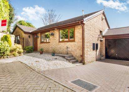 3 Bedrooms Bungalow for sale in Kimberley Close, Briercliffe, Burnley, Lancashire