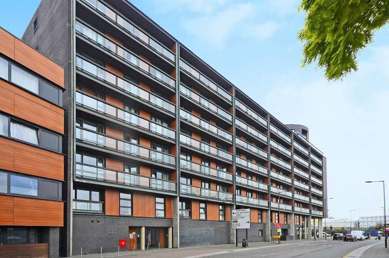 2 Bedrooms Flat for sale in The Sphere, Canning Town, E16