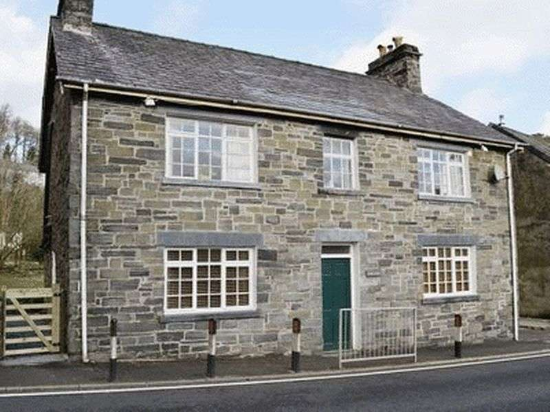 4 Bedrooms Detached House for sale in Dolwyddelan