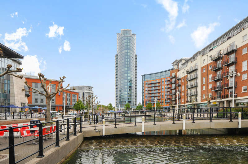 2 Bedrooms Flat for sale in No 1 Building, Gunwharf Quays