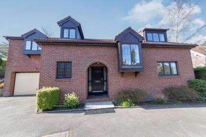 5 Bedrooms Detached House for sale in Mottram Road, Stalybridge, Greater Manchester, United Kingdom