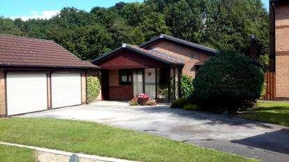 3 Bedrooms Bungalow for sale in Clough Avenue, Walton-le-Dale, Preston, Lancashire