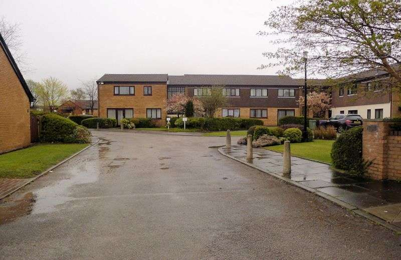 2 Bedrooms Flat for sale in Pilkington Drive, Whitefield