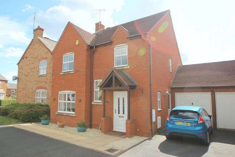 4 Bedrooms Detached House for sale in St Laurence Way, Bidford on Avon