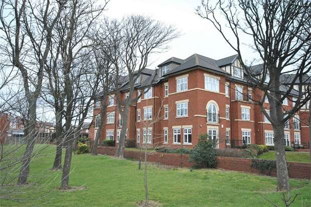 2 Bedrooms Flat for sale in 16 Old Vicarage Court, Clifton Drive South, LYTHAM ST ANNES, Lancashire