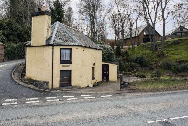 2 Bedrooms Detached House for sale in Lentran, Inverness, Highland, IV3 8RL
