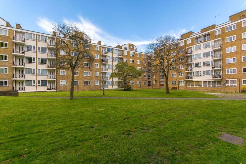 2 Bedrooms Flat for sale in Hayward Gardens, Putney, SW15