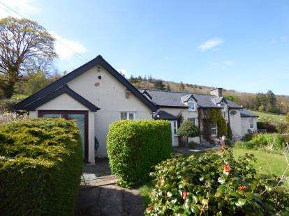 3 Bedrooms Detached House for sale in Rowen, Conwy, North Wales, LL32