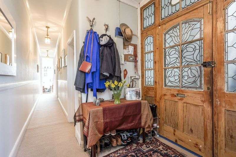 2 Bedrooms Flat for sale in High Street, Teddington TW11