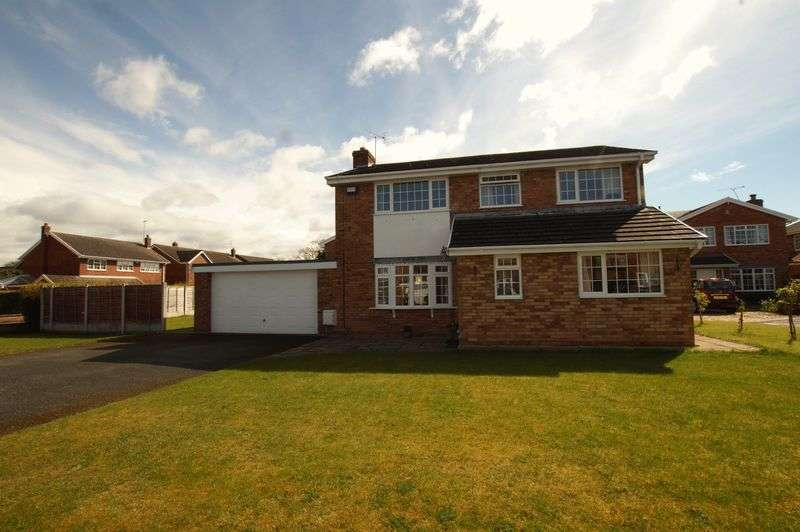4 Bedrooms Detached House for sale in Smithfield Drive, Holt, Wrexham