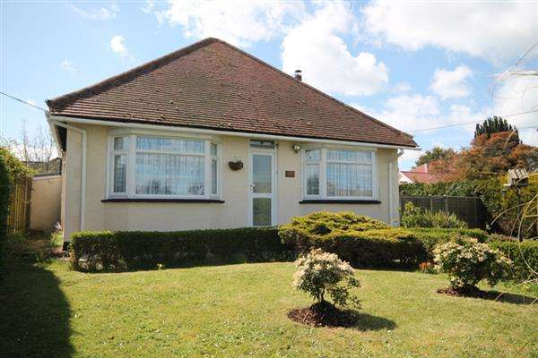 2 Bedrooms Bungalow for sale in Point Clear Road, Point Clear, St Osyth
