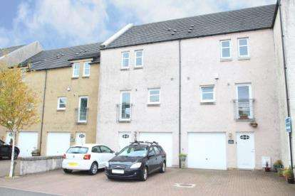4 Bedrooms Terraced House for sale in Bridgend, Stewarton, East Ayrshire