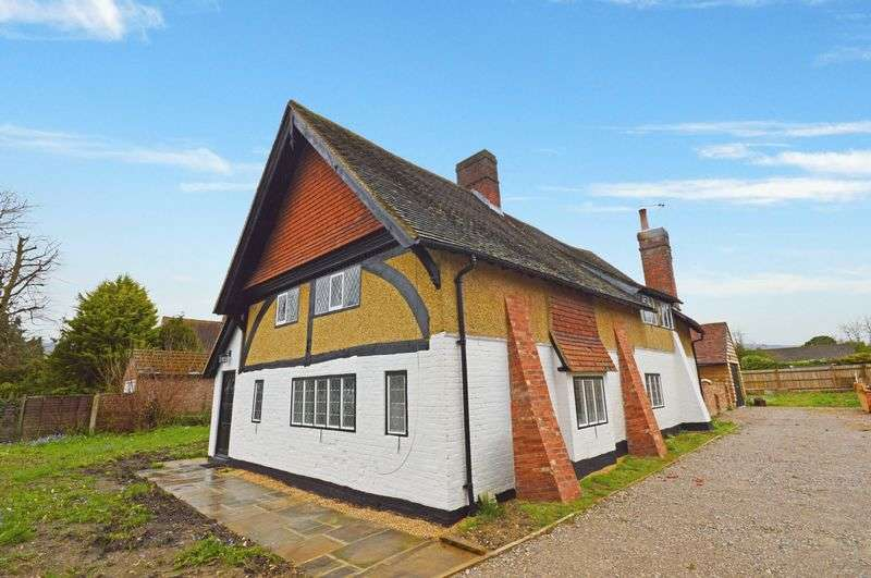 4 Bedrooms Detached House for sale in GREEN END STREET, ASTON CLINTON, BUCKS