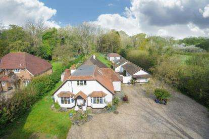 5 Bedrooms House for sale in Hempstead Road, Bovingdon, Hemel Hempstead, Hertfordshire
