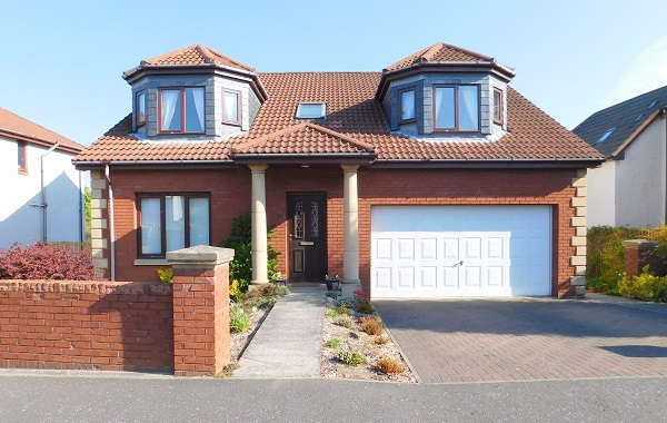 4 Bedrooms Detached House for sale in Queen's Haugh, Carnock, Dunfermline, KY12