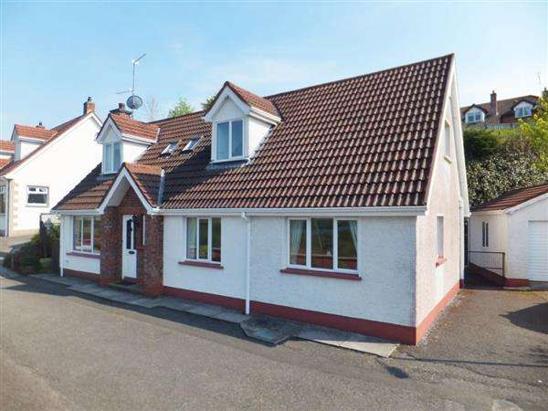 4 Bedrooms Detached House for sale in 16 Friars Way